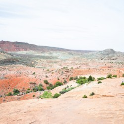 You need to hike all the way up like 30mins to see Delicate Arch =.=